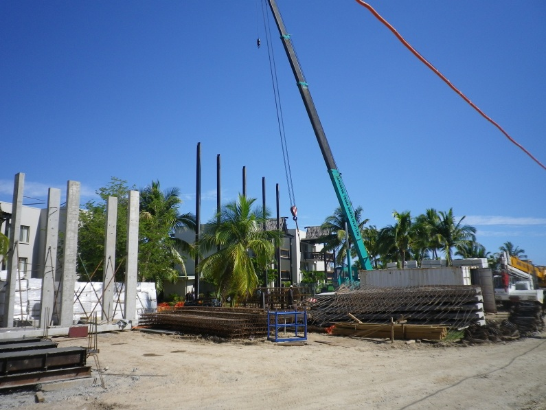 fiji_Piling_foundations_for_poolside_deluxe