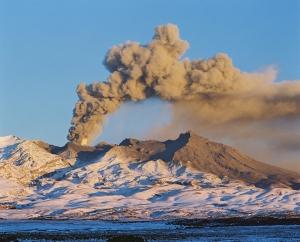 Ruapehu-Erupts-Jun-96-lge
