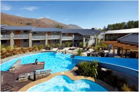 Wyndham Wanaka pool