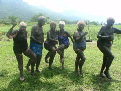 Mud Bath Fiji - All the senior friends head for a mud bath to rejuvenate