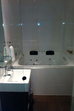 Tub for two at The Outram, Perth.