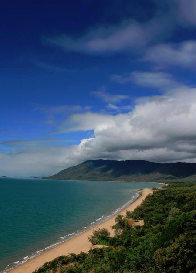 Picture of the beautiful Qld Coast taken from the side of the road on the way from Port Douglas to Cairns airport