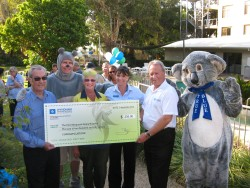 rom L to R Bob president of Koala Hospital, Jimbo, Estelle Gough Landcare, Suzy Berry Wyndham Resort Manager, Tony Terlecki Project Director Wyndham and True Blue.
