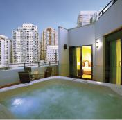 Outdoor Spa in a 2-Bedroom Presidential (external) apartment at Wyndham Sydney