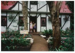 fantasy glades 7 dwarfs cottage